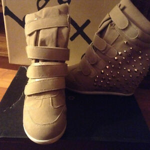 Beige and gold wedge boots size 10 Kitchener / Waterloo Kitchener Area image 3
