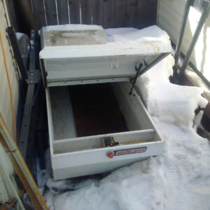 200$ white weatherguard truck bed toolbox with keys