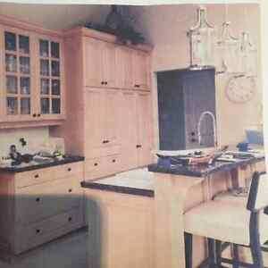 HUGE GRANITE AND OAK KITCHEN WITH CROWN MOULDING