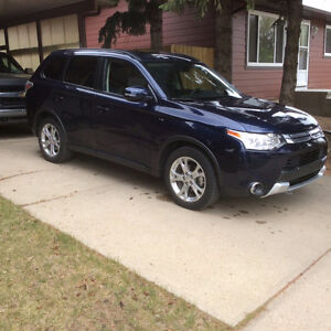 2015 Outlander  AWD 10 YEAR WARRANTY!! TRADES CONSIDERED