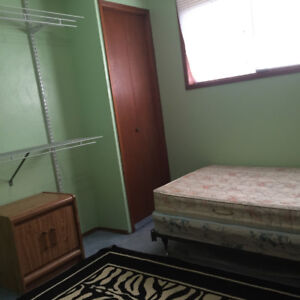 Room for Rent- Walk to Rundle Ctrain NE