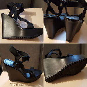 BCBG WEDGE STRAPPY SHOE SZ 7.5