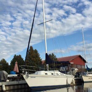 Hughes Columbia 8.7 metre sloop