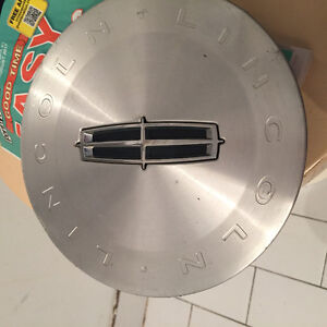 Lincoln Town Car MKX Center Hub Cap Hubcap 2000 and up used some
