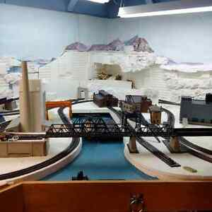 MODEL TRAINS - HO SCALE LARGE LOT SALE