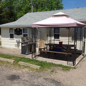 3 vacation rentals in Grand Bend mls# 591454