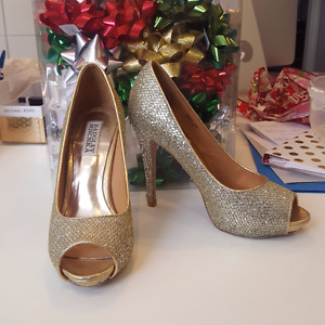 Badgley Mischka Gold Glitter Peep Toe