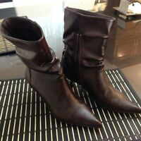 Womens booties/Bottes pour femmes - size 7 Brown