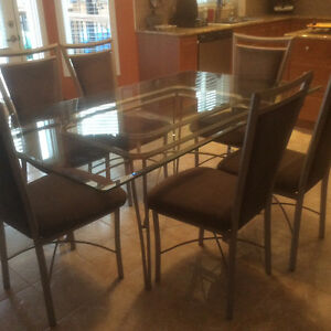 Beautiful Glass Dinning Table with 6 Chairs