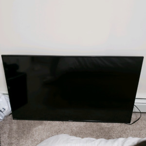 "Hisense 55"" ROKU TV FULL HD SMART 8 MONTHS OLD"