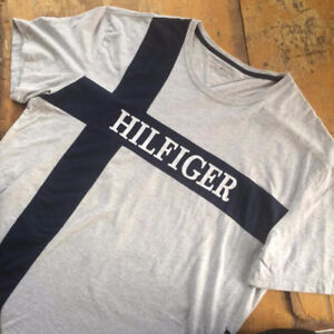 Tommy Hilfiger T-shirt with Massive logo // like new