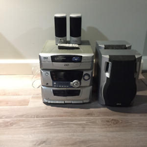 CD player/Radio/Cassette player with speakers