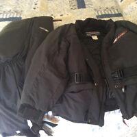 Manteau et pantalon de neige