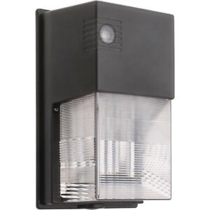 COMMERCIAL SECURITY LIGHT (New in Box)