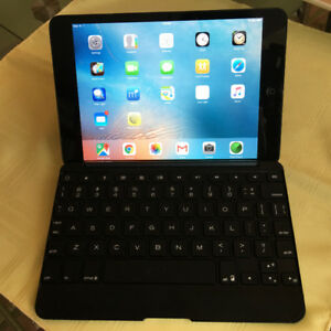 iPad Mini 1 - 64 GB with 3G Black with external Zagg keyboard