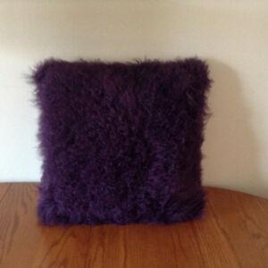 100% Genuine Mongolian Sheepskin Wool Pillow – BRAND NEW