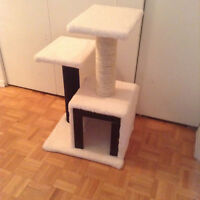 CAT TREE NEVER USED/ ARBRE A CHAT NEUF