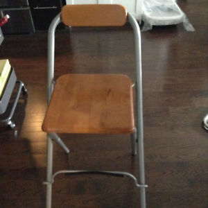 Durable good looking high chair