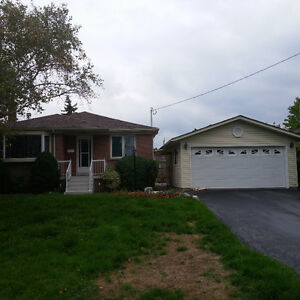 Well Maintained 4 Bed 2 Bath Detached House In SW Oakville