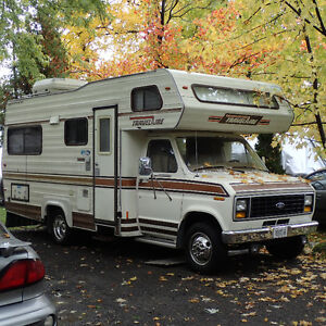 Motorhome RV 21 ft Ford 1984, 180 000km, clean, Sleeps 6 Ready West Island Greater Montréal image 1