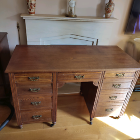 Desk with wheels and nine drawers