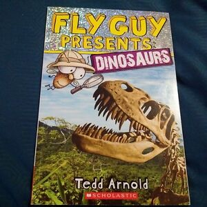 Fly Guy Presents: Dinosaurs Paperback