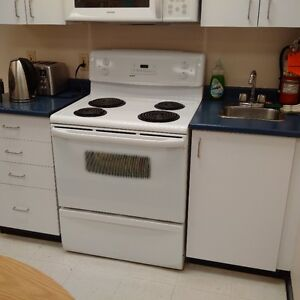 White Kenmore Range Immaculate Condition