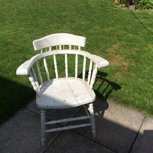 Jolie chaise avec bras