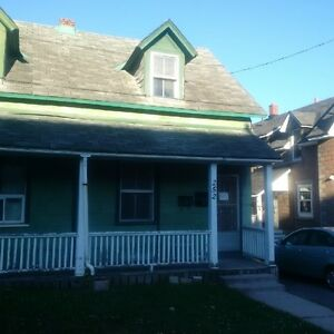 2Rms in 4Bdrm Student House $525 Incl. Utilities, 2Bath, Prkng