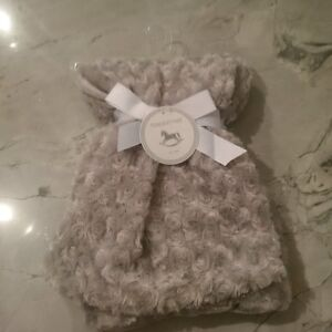 BEAUTIFUL SOFT & SILKY GREY CHENILLE BABY BLANKET - BRAND NEW