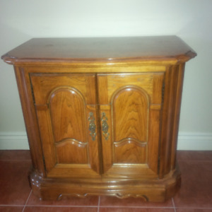 Small wooden side table/end table