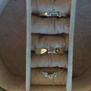 Set of 3 yellow gold diamond rings