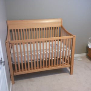 Baby Crib / possible toddler convertible