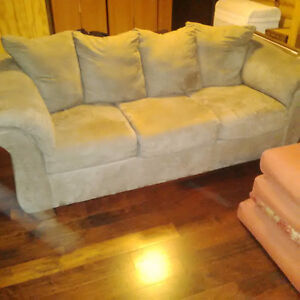 matching couch &loveseat London Ontario image 1