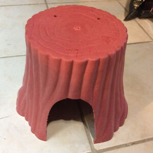 Tree trunk hide / litter pan and food dish
