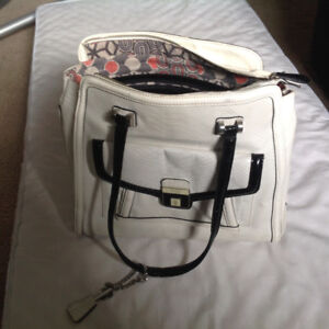 Guess white and black tote