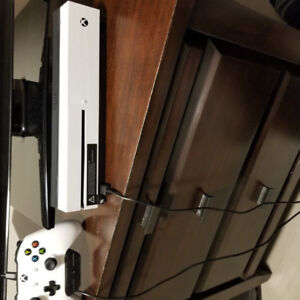 Xbox One S and 1 wireless controller