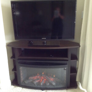 LOVELY ELECTRIC FIREPLACE/ MEDIA CENTRE WITH REMOTE