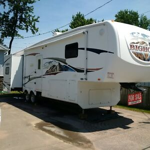2008 Big Horn 31' 5th Wheel trailer by Elkheart