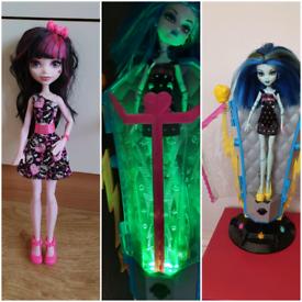 2 monster high dolls both for £10 draculaura frankie static chamber 2