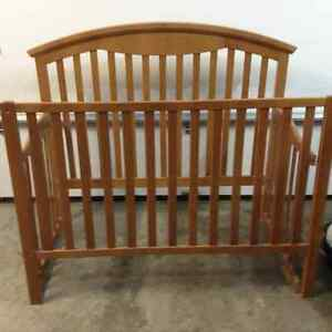 Good condition Crib and matching dresser
