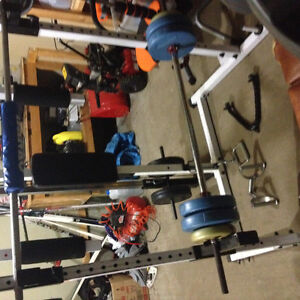 Body Solid Power Rack / Ion Tredmill