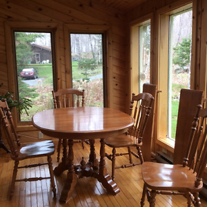 Roxton Maple table and 4 chairs