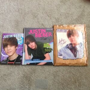 Justin Bieber Plaque Signed 1 Book Great Photos & 1 Quiz Book