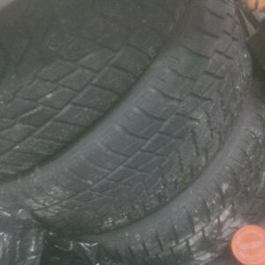 4 pneu d'hivers - 245 65 17 - 4 winter tires