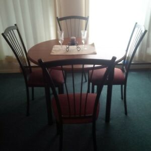 Beautiful kitchen table for sale.