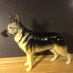 LOVELY BESWICK POTTERY ENGLAND ALSATIAN DOG ULRICA OF BRITTAS IN
