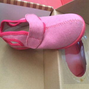 Bnwt Awesome Bogs shoes with pull handles.Size 10
