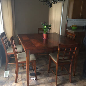Pub set table and chairs - must fo