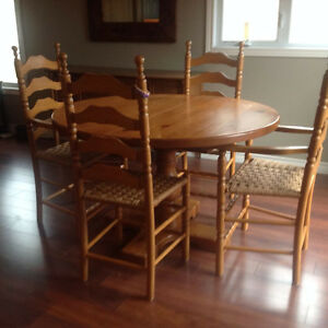 Solid pine dining table with four chairs Kingston Kingston Area image 2